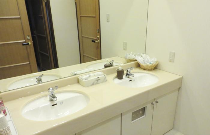 ドリーマー加茂川葬祭館控室4 愛媛県西条市の葬儀式場 株式会社ドリーマー