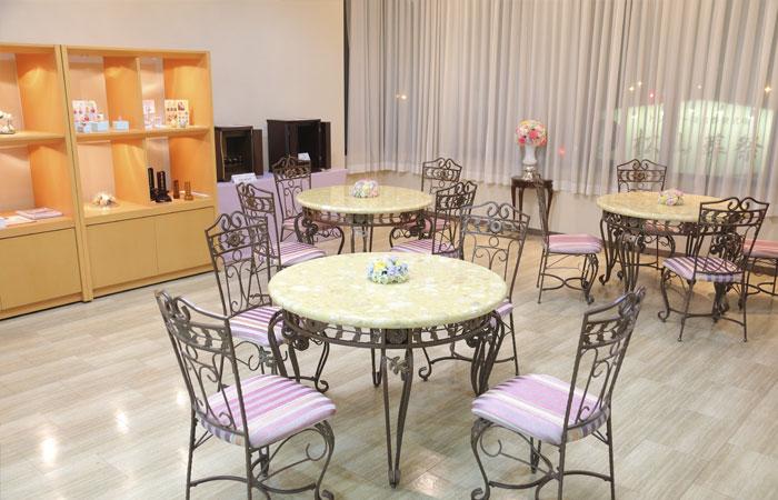 ドリーマー松山葬祭館ロビー3|愛媛県松山市の葬儀式場|株式会社ドリーマー