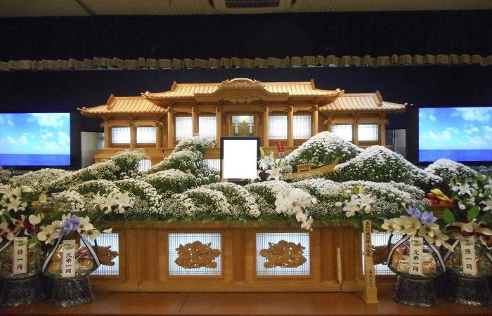 ドリーマー松山葬祭館白木祭壇3|愛媛県松山市の葬儀式場|株式会社ドリーマー